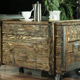 Сундук – столик (массив сосны), ручная работа