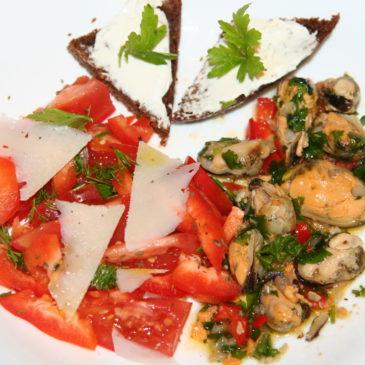 Мидии маринованные с овощами