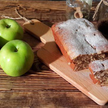 Кекс с яблоком, корицей и орехами