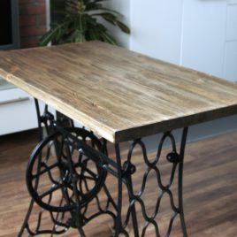 Винтажный столик из швейной машинки