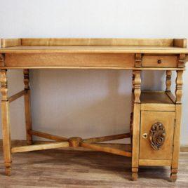 Письменный стол из натурального дерева